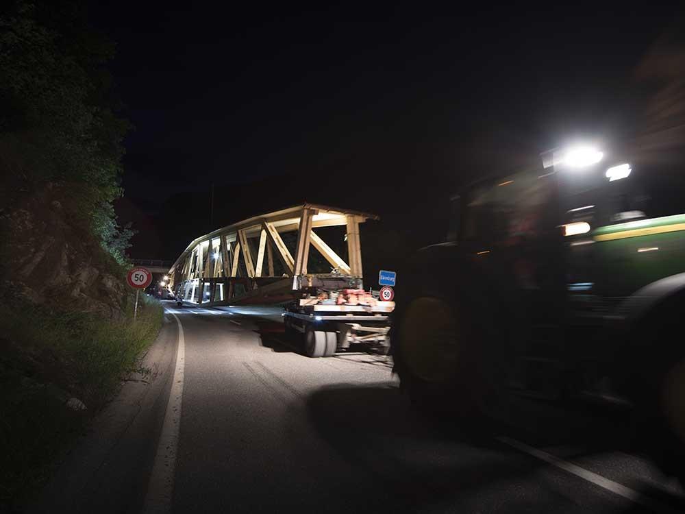 Start ab Ortstafel Bärenburg. Mit drei Stunden Fahrt rechnete wohl noch niemand.